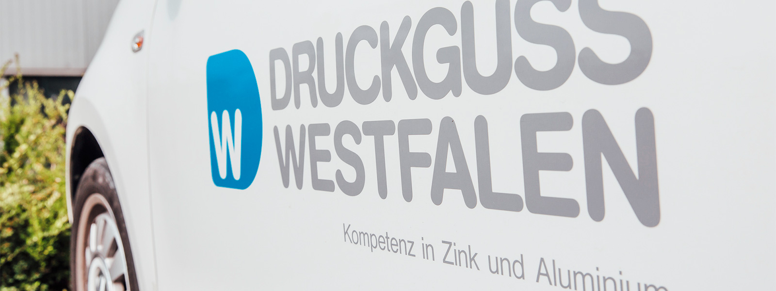 "Delivery vehicle with Druckguss Westfalen logo and slogan, ""Kompetenz in Zink und Aluminium"" (""Expertise in zinc and aluminium"")"